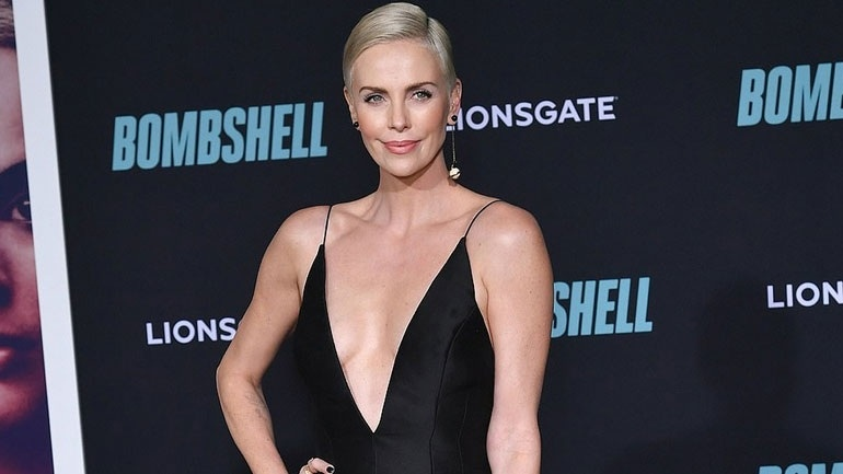 Charlize Theron: Απαστράπτουσα στην πρεμιέρα της νέας της ταινίας «Bombshell»